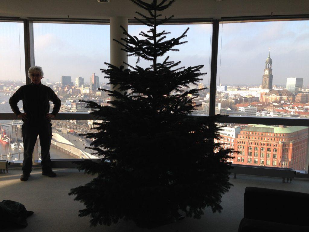In diesem Büro genießen wir Hamburgs schickste Aussicht!